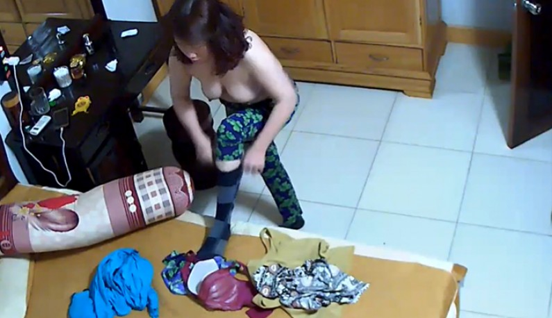 你的居家智慧攝影機安全嗎!人妻換個衣服就出門~短短一分鐘也流出了!!