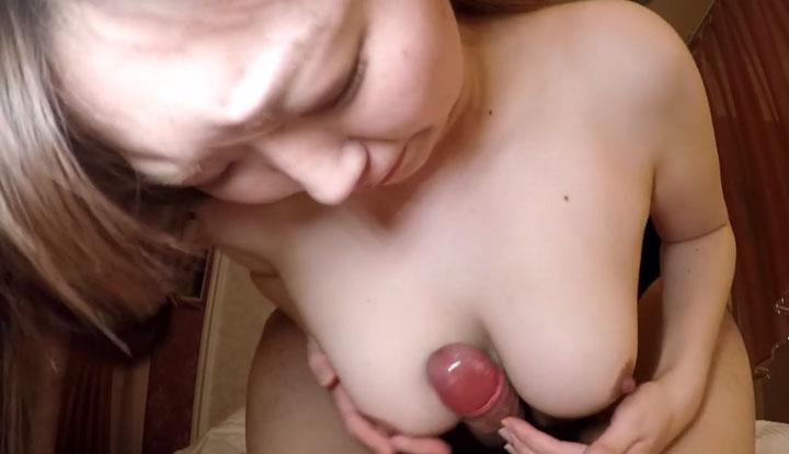 [FC2] 最喜歡大方不害臊的女友了~看女友幫我乳交的樣子真的硬到不行 (FC2-PPV-1576827)