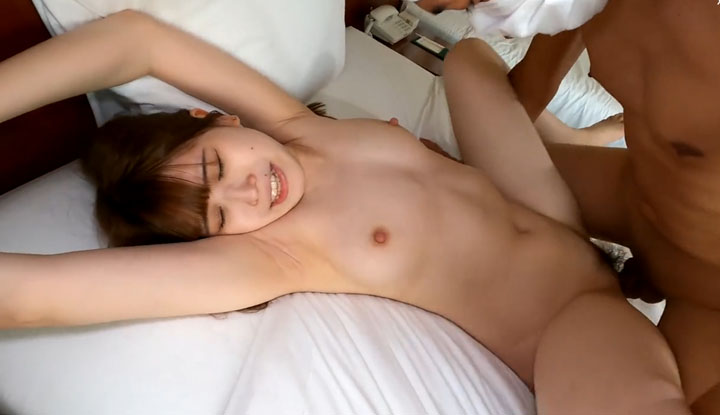 [FC2] 個性活潑開朗的小妹~被按摩棒弄一下淫水就止不住了 (FC2-PPV-2345622)